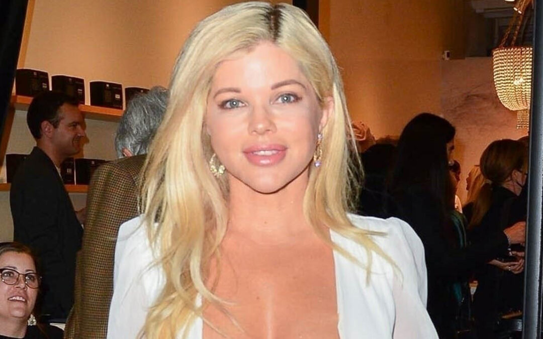 """""""Baywatch Star"""" Donna Delico, 53, shakes a dangerously minimal-reduce look to commemorate a 12 months of consuming."""